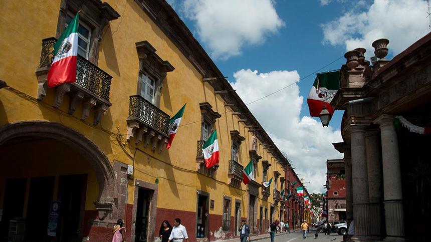 Casa-Dragones-Tequila_Cabalgata-Historica-1