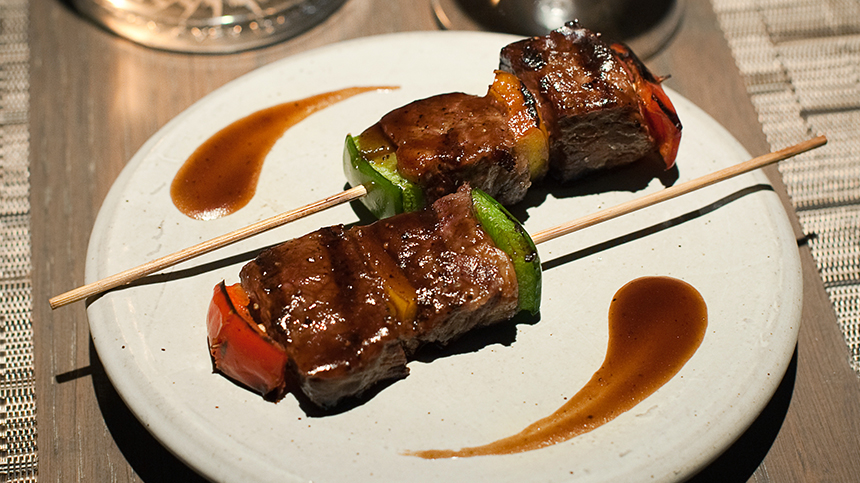 Casa Dragones Cinco de Mayo Food Pairing Beef striploin skewers with grilled bell pepper and spicy jus