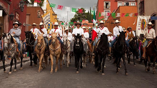 Casa Dragones Cabalga por México