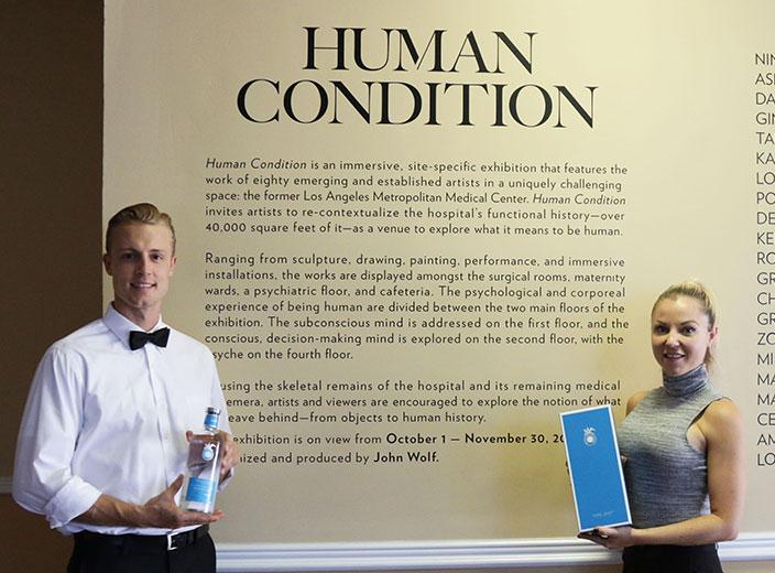 """Explorando lo que significa ser humano en la inauguración de la muestra """"Human Condition"""" de John Wolf"""